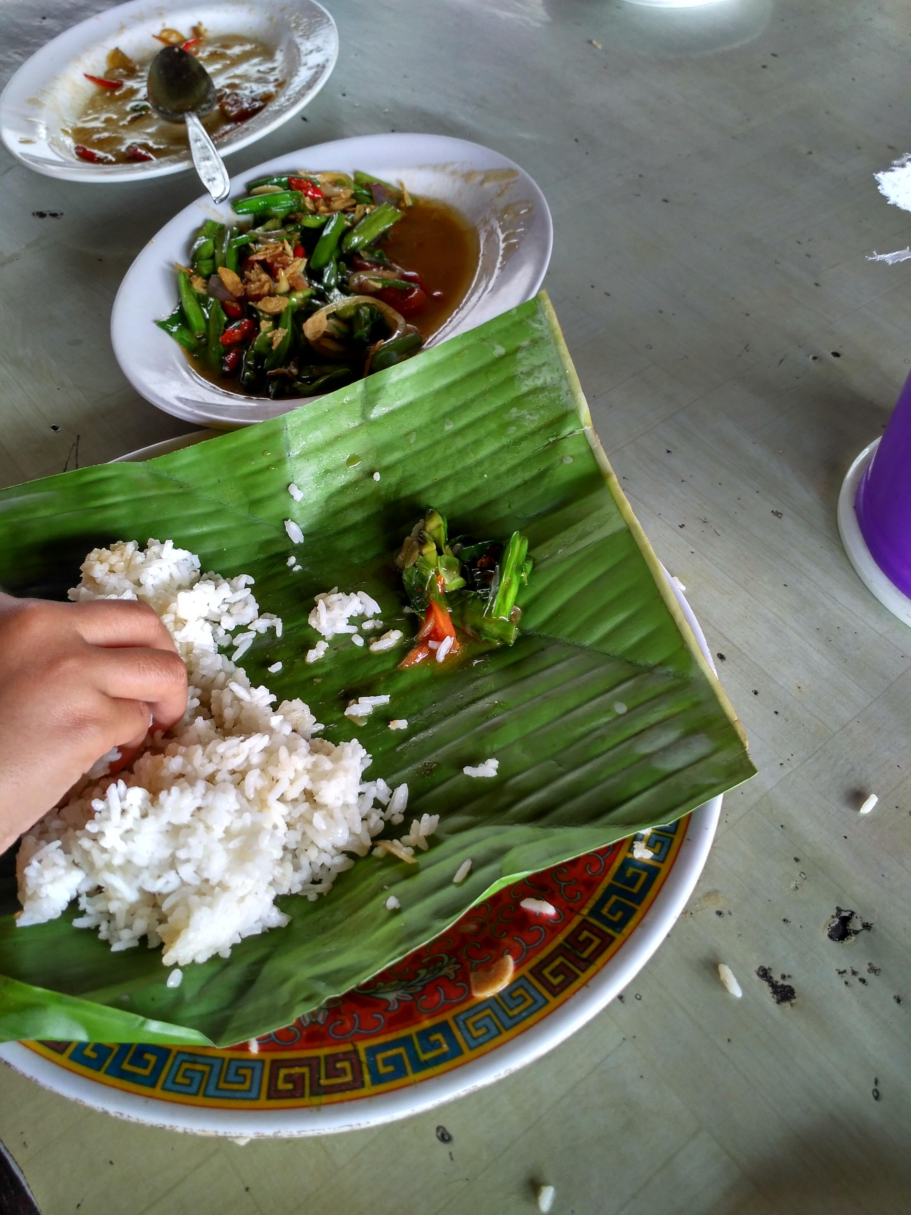 Rumah Makan Ngumpet di Belakang SPBU